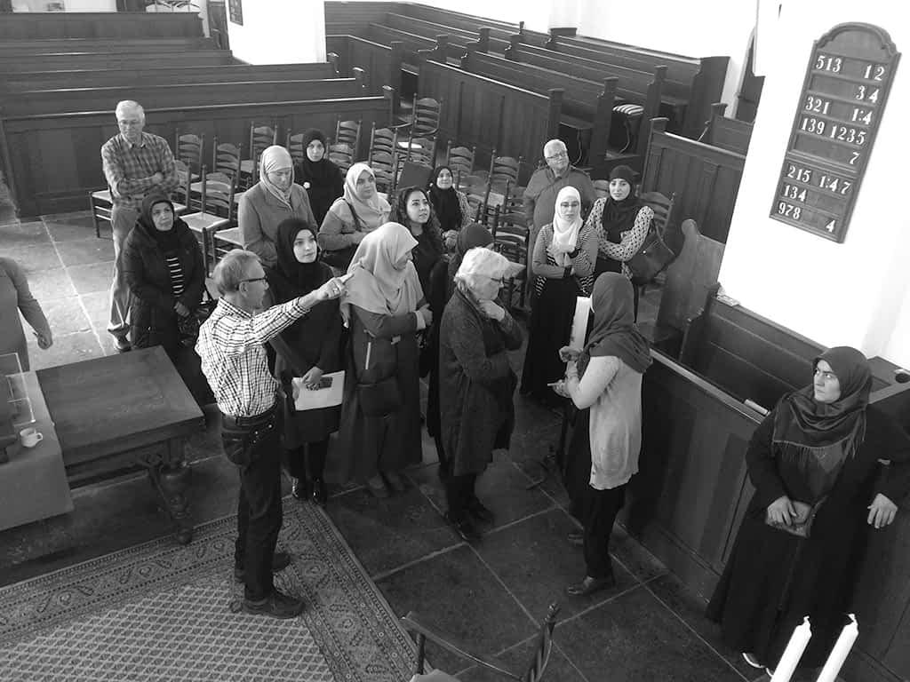 moslima's op bezoek in de Oudshoornse kerk in Alphen aan den Rijn